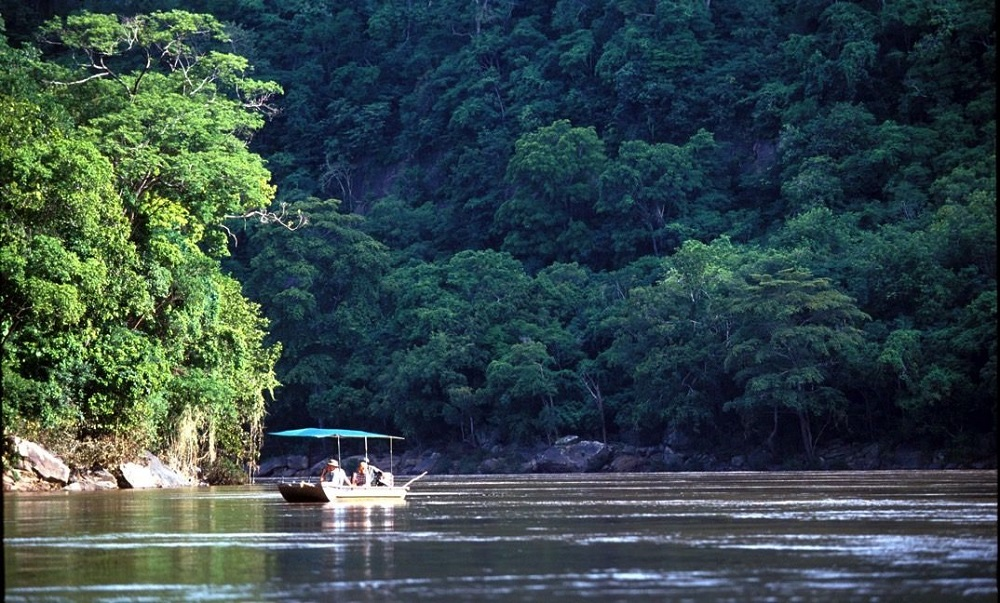 Liquid Giraffe, African Safari, African Safari Destinations, Eastern Africa Safaris, Boating