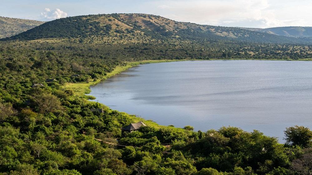 Liquid Giraffe, African Safari, African Safari Destinations, Eastern Africa Safaris, Lake